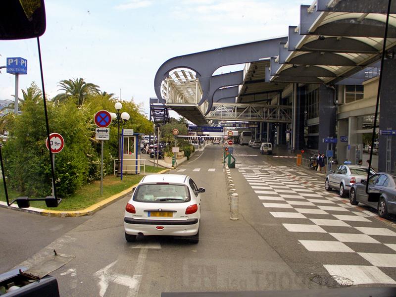 Comment rejoindre le terminal de Nice depuis Mandelieu ?